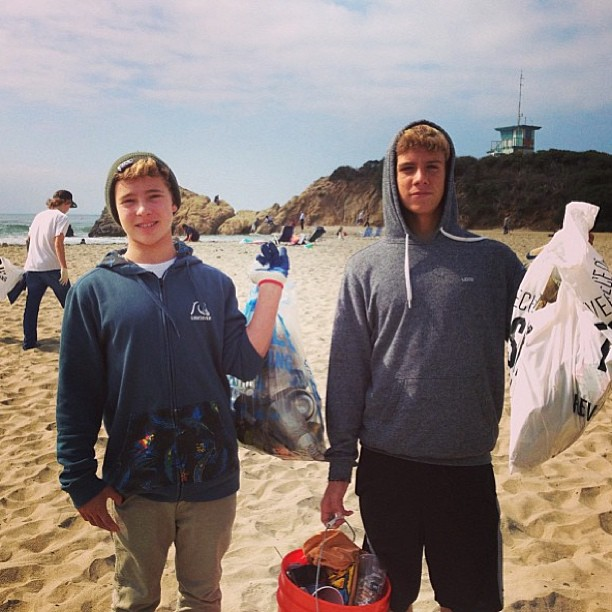 2 of our boys giving back to preserve the beaches! @chasecovell @roeysoha #physixsurf #coastalcleanup