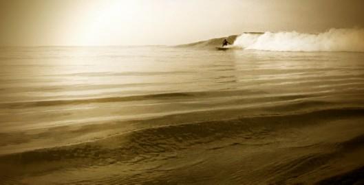 mophie_Surf_Sunset-Beach_Jon3_650x310_Final