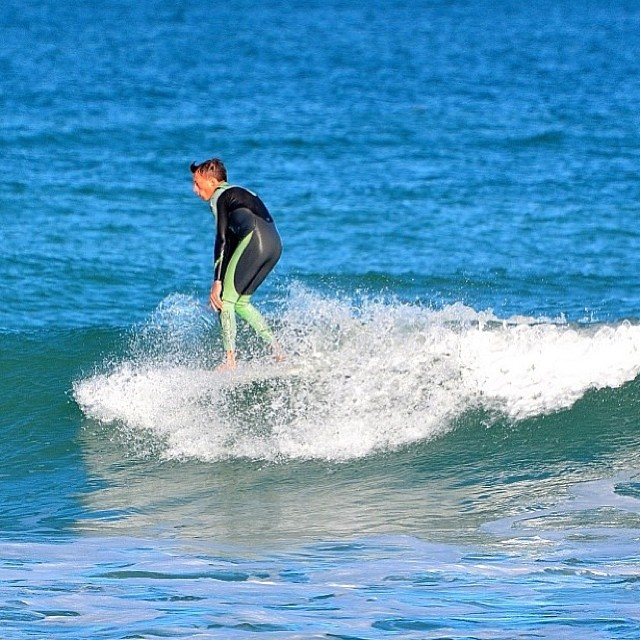 Small wave Sunday with @connor_neff #physixsurf #surfing